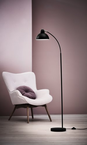 Stojacia lampa HUGO V154cm čierna